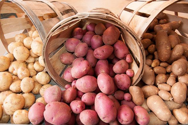 Короб для хранения картофеля можно смастерить самостоятельно.