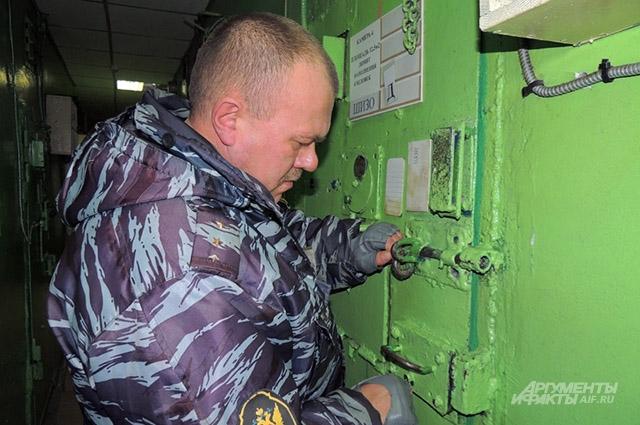 В штрафном изоляторе заключённых могут содержать до 15 суток