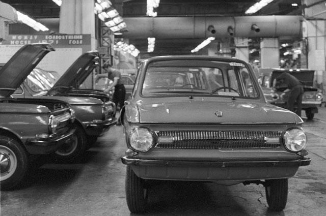 Сборка автомобилей ЗАЗ 968.