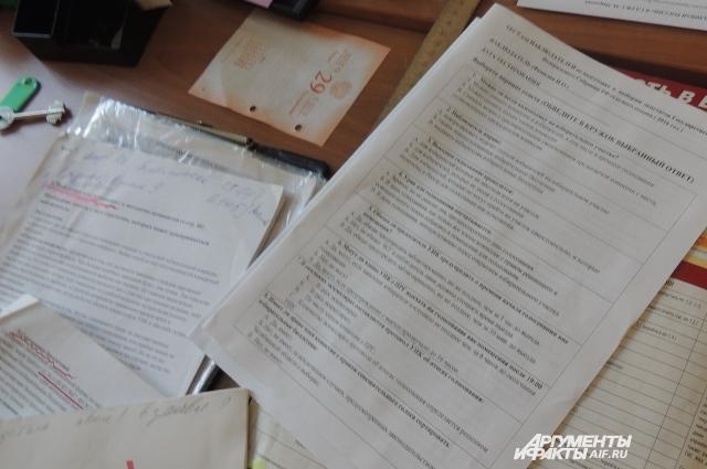 Натальин стол завален тестами, их проходят все кандидаты.