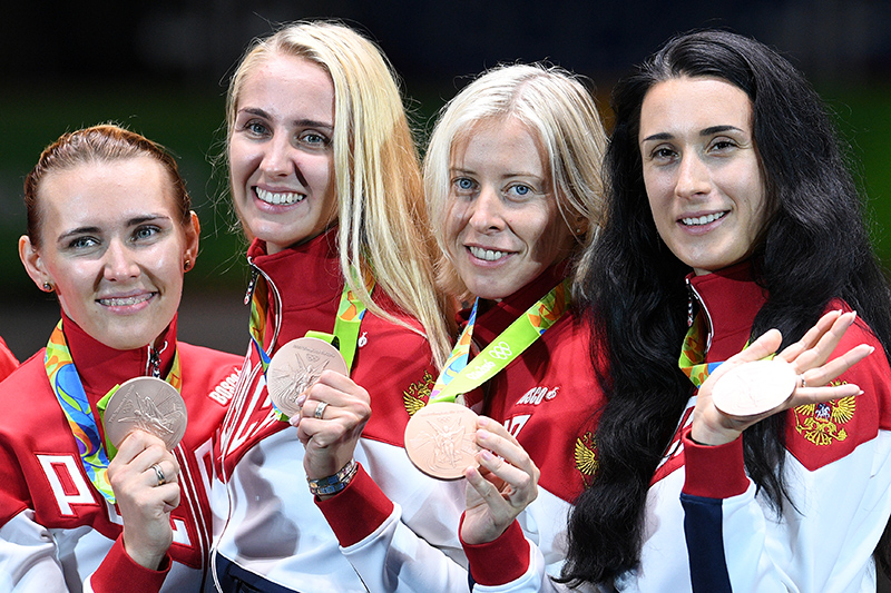 Ольга Кочнева, Виолетта Колобова, Татьяна Логунова и Любовь Шутова  на церемонии награждения.