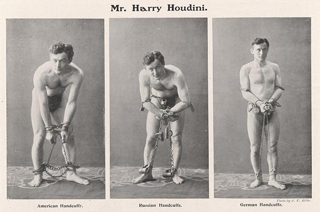 Гарри Гудини в наручниках разных видов.