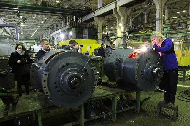 Двигатели для БЕЛАЗов весят по 3,5 - 4,5 тонн