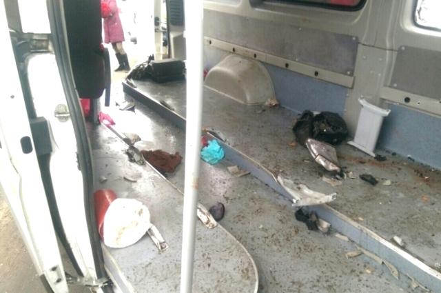Снимок одного из поврежденных автомобилей.
