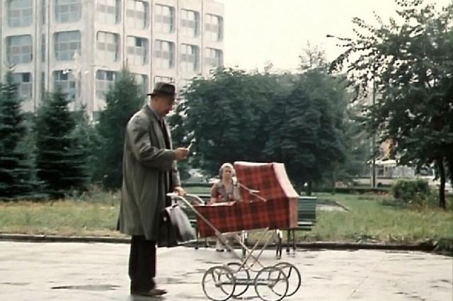 Нам показывают площадь Никитских Ворот, сталинские дома, свежепостроенное здание ТАСС.