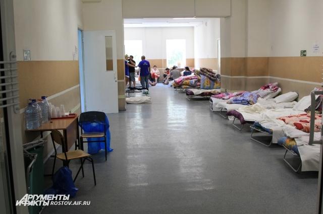 Кровати и постельные принадлежности в ПВР граждан из резерва области: пострадавшие на пожаре в  Ростове-на-Дону 21 сентября 2017 года.