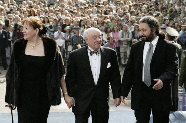Елена Санаева, Ролан Быков и музыкант Стас Намин.