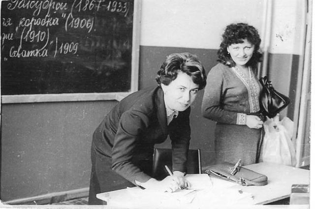 Будучи педагогом, Галина Сокур часто водила учеников в театр.