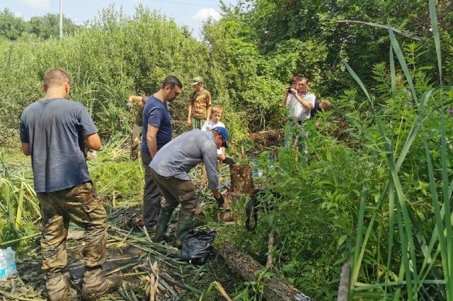 Самолет затонул в озере рядом с железной дорогой и густонаселенным поселком
