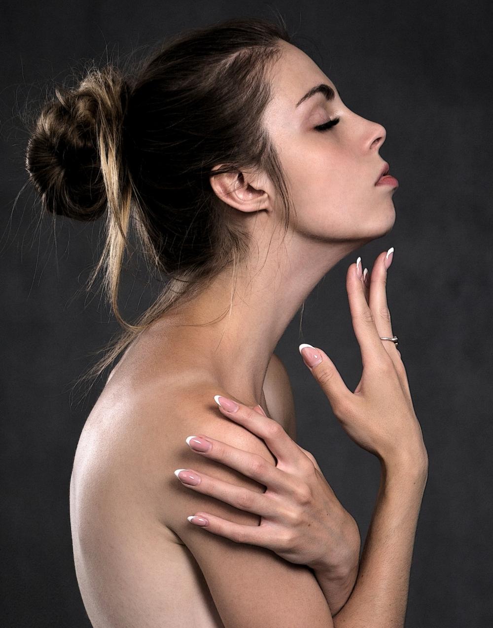 Ежедневный утренний уход за кожей лица это не только умывание, но и питьевой режим и правильное питание.