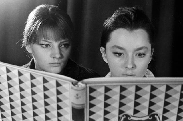 Марианна и Анастасия Вертинские. 1964 год.
