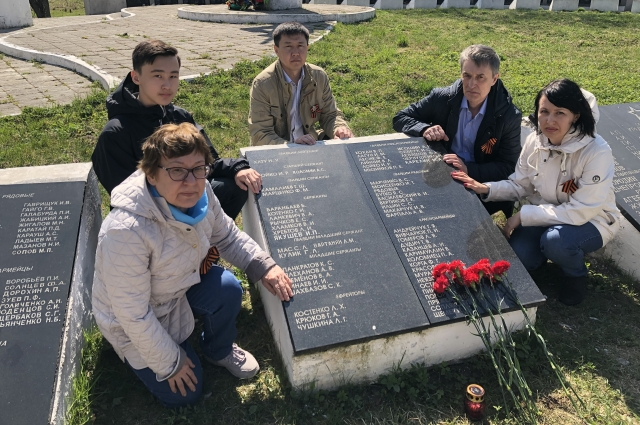 Во время поездки родные посетили не только мемориал, но и предполагаемое место гибели и первичного захоронения фронтовика.