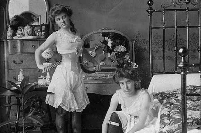 В 1901 году в России было зарегистрировано 2400 публичных домов.