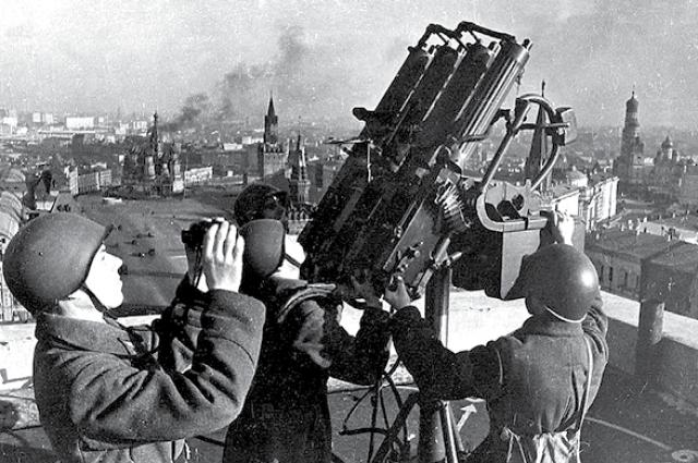 На подступах к Москве в 1941 году самоотверженно сражались сибиряки.