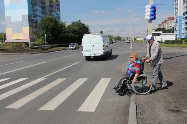 Часто Валентине Шмаковой приходится поднимать вопросы повышения доступности городской среди для инвалидов, а потом лично проверять, как их решили на местах.