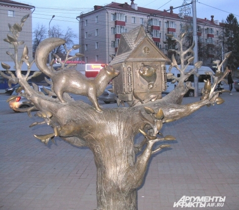 Домик с куницей - одна из любимых и узнаваемых горожанами скульптур. Его автор тоже Халит Галиуллин.