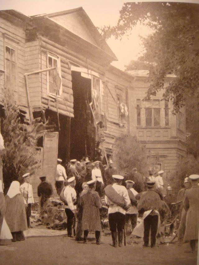 Разрушенное вследствие взрыва особняка Столыпина на Аптекарском острове. 1906 год