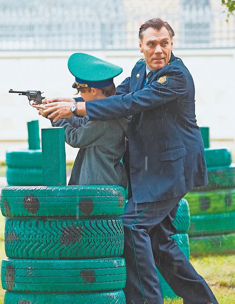 В первый съёмочный день снимали сцену воспоминания сына главного героя – как его учит стрелять дедушка, начальник пограничной заставы.