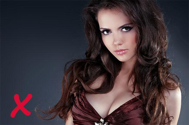 Часто в погоне за избранником женщины одевают чрезмерно откровенные наряды.