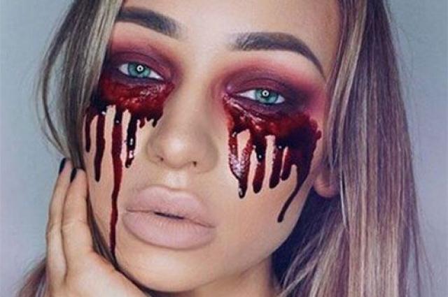 Кровавый глаз — один из самых популярных элементов в макияже на Хэллоуин.