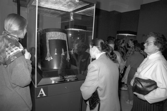 Золотая диадема на выставке «Сокровища Трои из раскопок Генриха Шлимана» в музее изобразительных искусств имени А. С. Пушкина.
