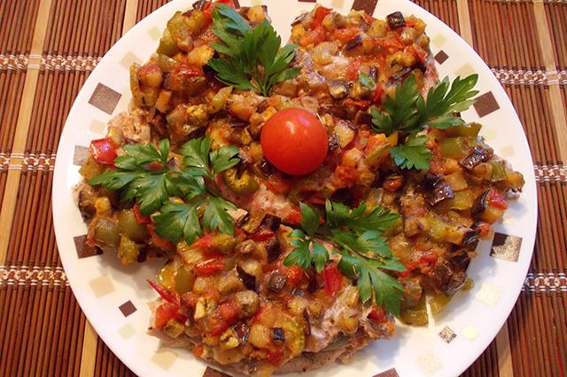 Мясо под шубой из овощей