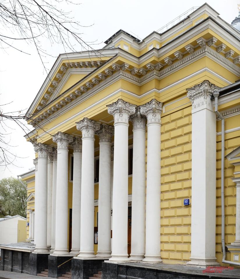 В синагогу - через металлоискатель! На фото: Московская хоральная синагога.