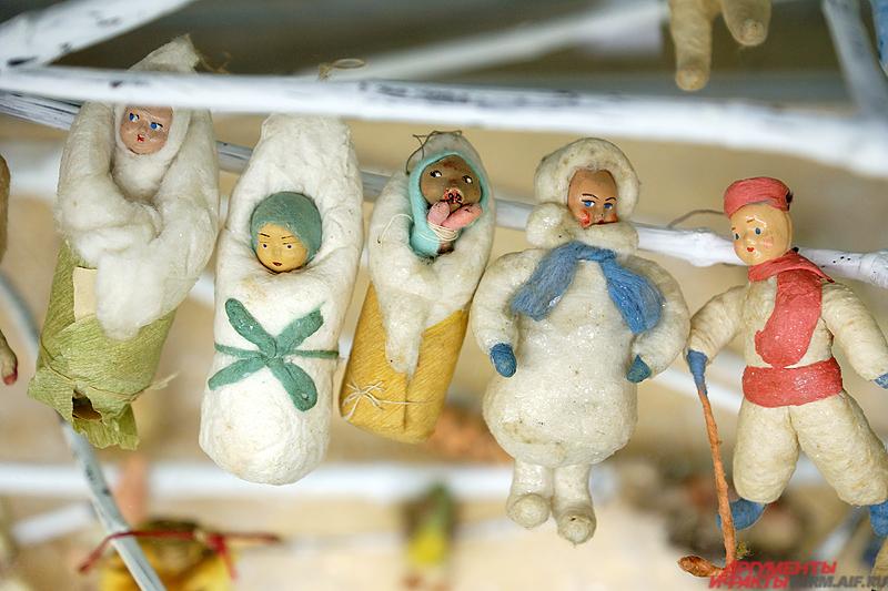 Для всех желающих размещены порядка сотни различных российских новогодних украшений.