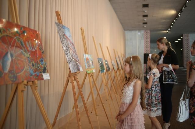 Выставка работ финалистов конкурса в «Украинском доме»