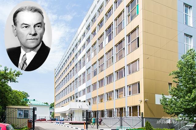 Александр Пучков в 1920-е гг. организовал в Москве перевозку больных, заложив основу столичной скорой помощи.