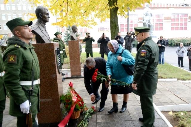 Родители героя награждены медалью Смоленской Одигитрии I степени.