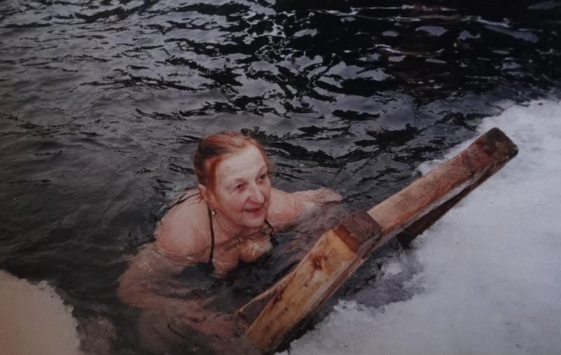Анна Вернова - завсегдатай фестивалей моржей и соревнований зимнего плавания.