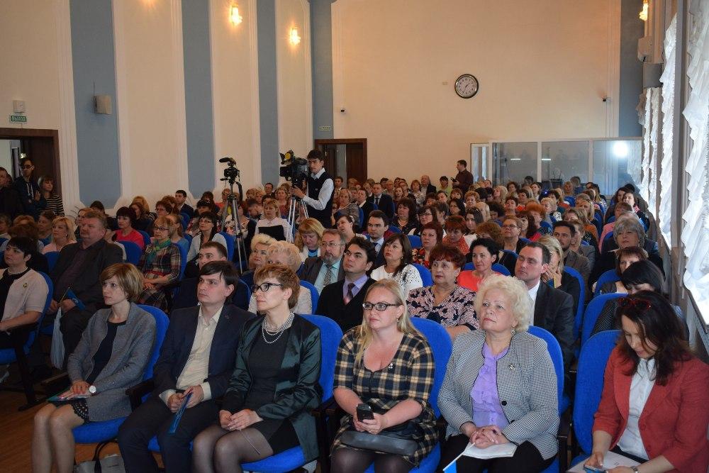 В в собрании актива приняло участие более 200 человек.