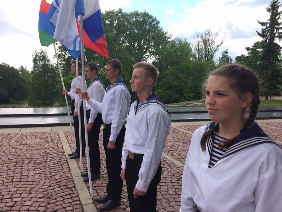 В торжественном карауле  - курсанты Речного училища