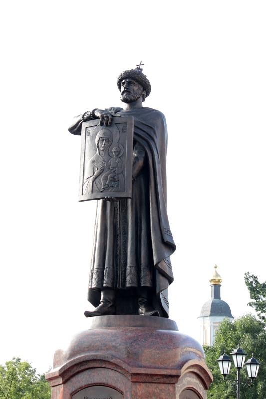 Памятник Владимиру Мономаху в Смоленске
