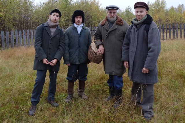 Аркадий Константинов в  роли старика - председателя сельсовета с призывниками.