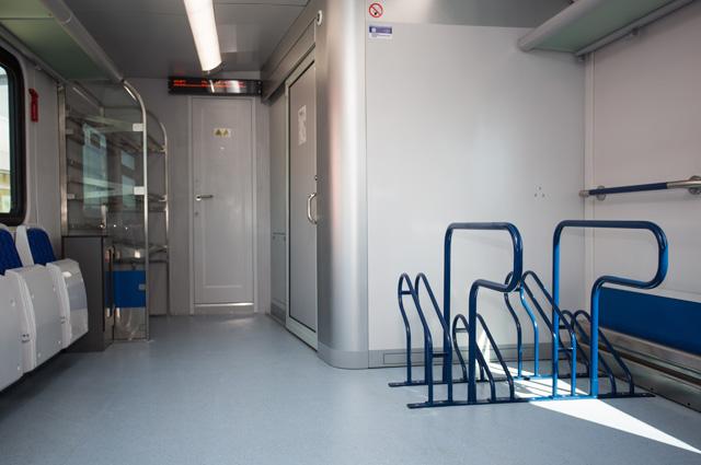 Пространство вагонов «Иволги» продумано, в том числе, для нужд маломобильных пассажиров, а также для комфортного  размещения спортивного инвентаря и громоздкого багажа.