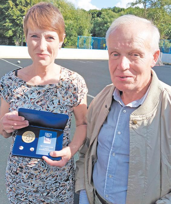 Ирина и Анатолий с наградой.