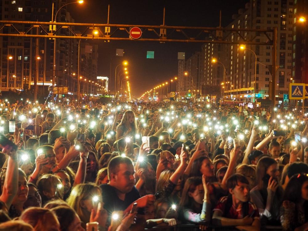 День города в Академическом прошёл на сцене на пересечении улиц Вильгельма де Генина и проспекта Академика Сахарова и совпал с десятилетием микрорайона.