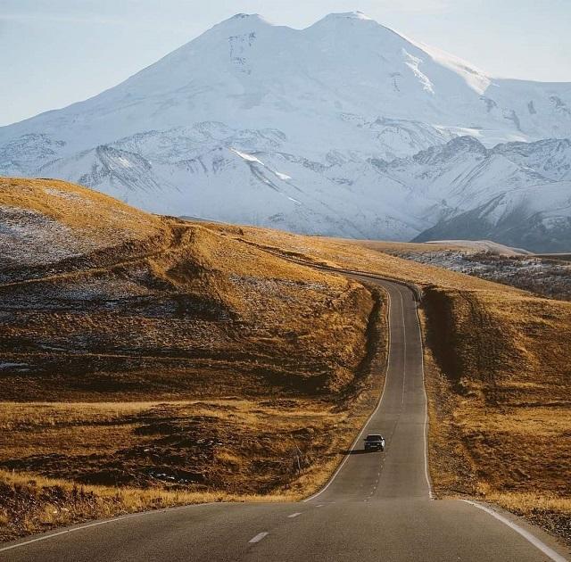 Дорога к Эльбрусу опустела.