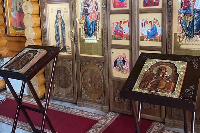 В дар калужскому храму в честь иконы Божией Матери «Целительница» Андрей Беккер передал две иконы.