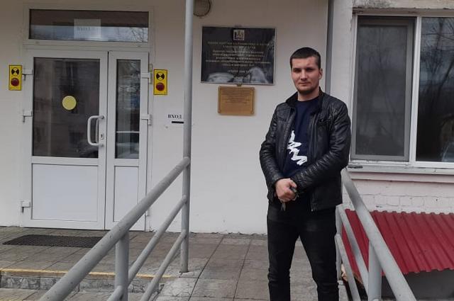 Сергей провел ночь в машине, а утром записал сына в первоклассники.