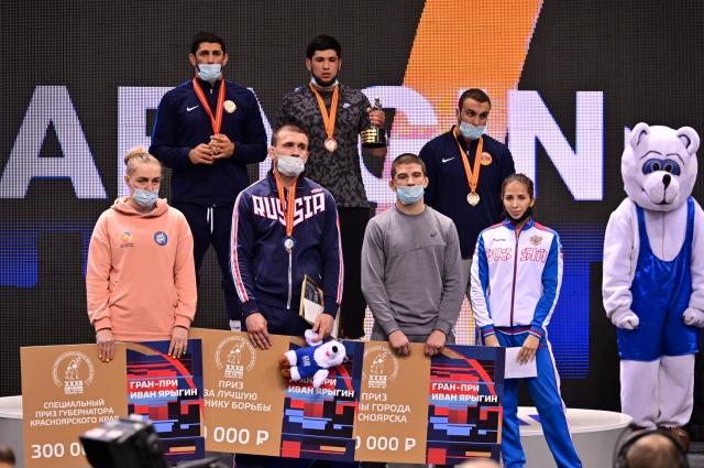 В последний день соревнований красноярские борцы завоевали 5 медалей.