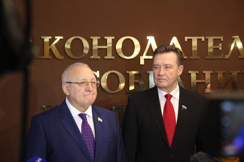 Анатолий Бакаев и Сергей Рябухин. Общение с журналистами перед официальным торжеством.