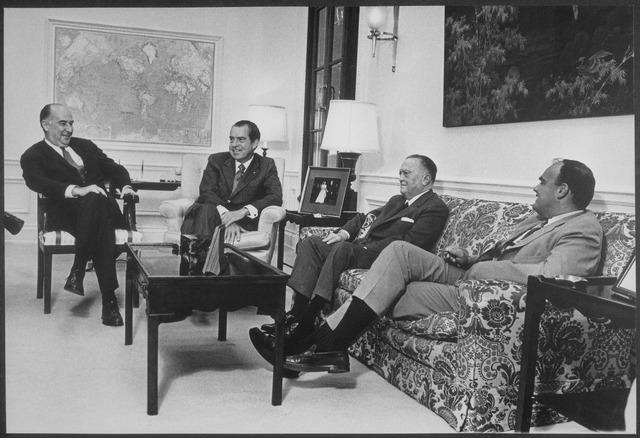 Ричард Никсон (2й слева) и Эдгар Гувер (2й справа).