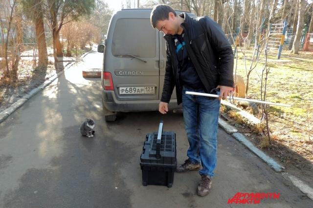 В машине с собой у Андрея сантехнический чемодан