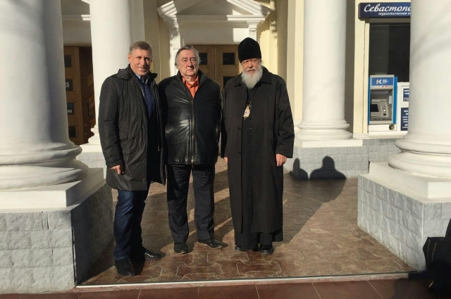 Эксперт Изборского клуба Виктор Гринкевич, председатель Александр Проханов и член клуба епископ Городецкий и Ветлужский Августин.