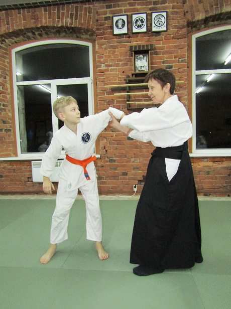 На занятиях по боевому искусству.