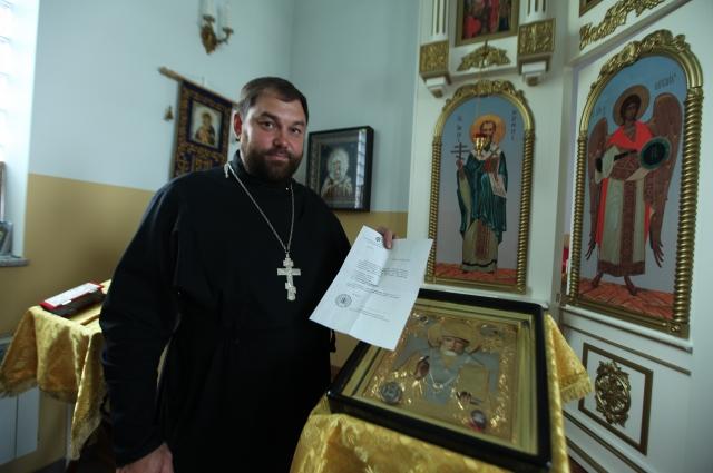 Отец Димитрий Степкин бережно хранит письмо от монсеньора Антонио Меннини.