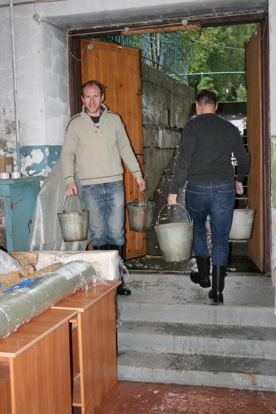 До 5 тысяч литров в день вычерпывают сотрудники Музея
